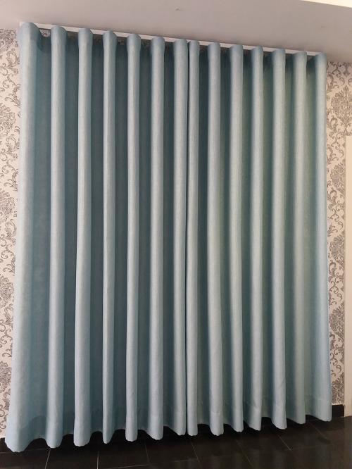 Cortinado Azul c/ondulação natural